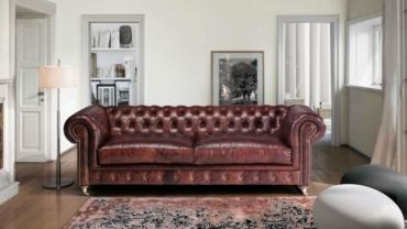 sofá Chesterfield em pele e rodízio